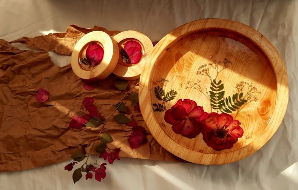 flowery wooden tray with coasters