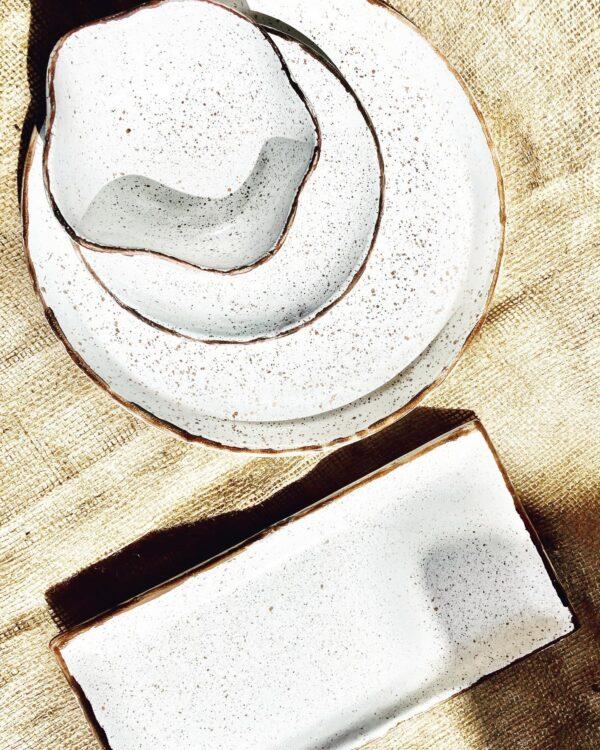 White & brown plates
